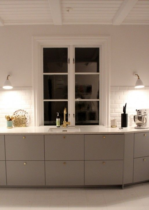 ikea veddinge gr lucka b nkskiva kvarts vit ho kran i m ssing k k pinterest. Black Bedroom Furniture Sets. Home Design Ideas
