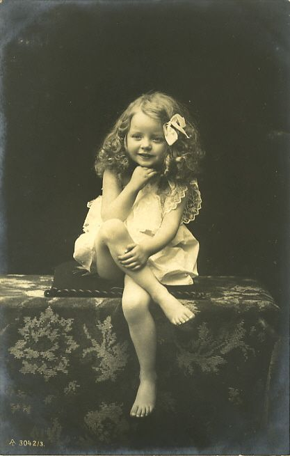 Cute little blonde girl 1907 postcard