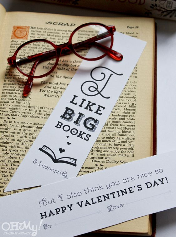 Printable Valentine's bookmark, via Oh My! Handmade