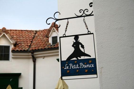Một biển hiệu nhỏ của ngôi làng