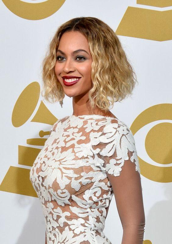 Les Plus Belles Coiffures De Beyonce Belle Coiffure Les Plus Belles Coiffures Mode Cheveux Longs