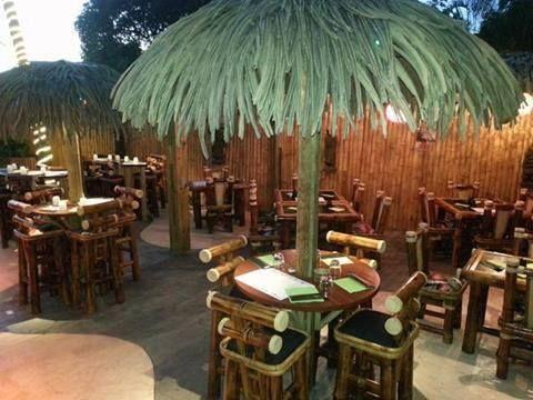 Leu Tiki - Un restaurant à la cuisine fraiche et variée le midi et se transforme le soir en un Bar à cocktails et tapas Espagnols, Japonais et Exotiques.