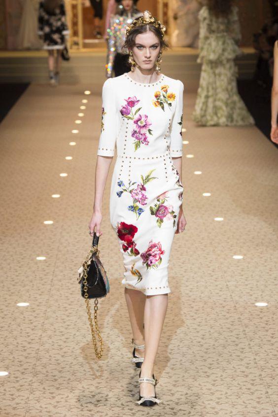 Белое платье с яркими цветами. Коллекция осень-зима 2018-2019 Dolce&Gabbana #fashion #trends #dresses #trends_fw_2018
