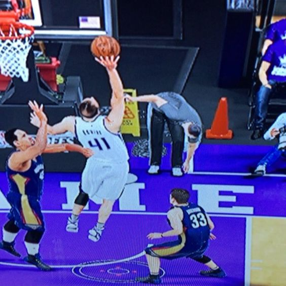 bro 2K got boys out here slapping teammates, I guess he shoulda had help side