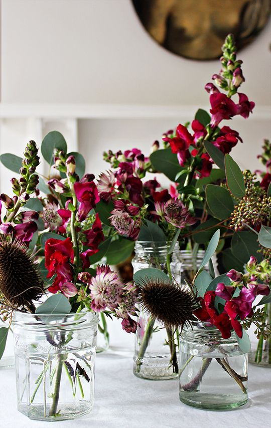 Styling a Christmas Table with astrantia, berried eucalyptus, antirrhinum & seed heads.
