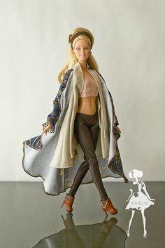 Пальто ворот-складки, безрукавка с карманами, штанишки, чоли и полусапожки