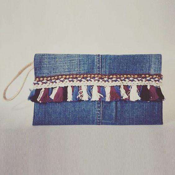 Nº 12 - Clutch tassel colorido R$ 90,00 #denim #sustainable #handmade #handmadebag | SnapWidget