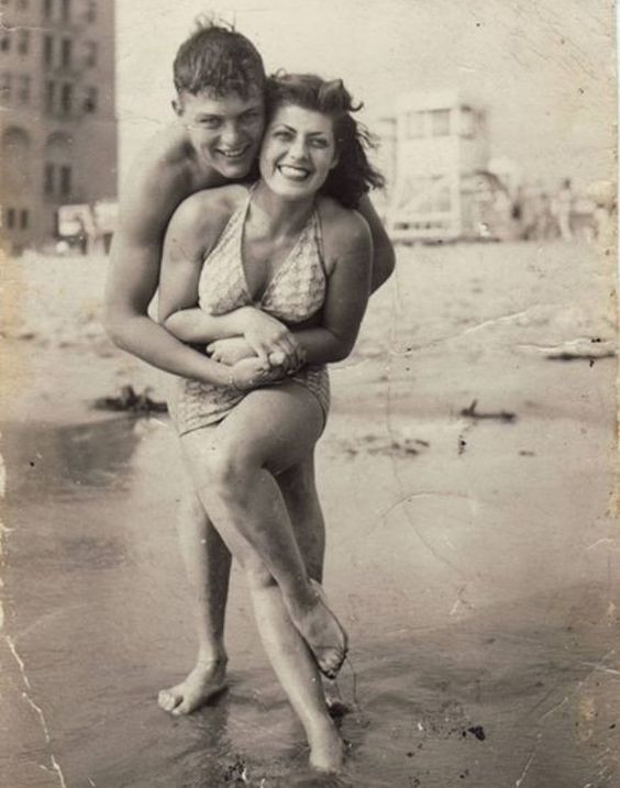 20 fotos antiguas que prueban que los tiempos cambian, pero el amor no | Difundir.ORG