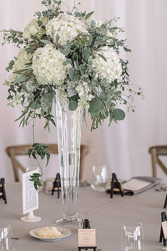K'Mich Weddings - wedding planning - centerpiece ideas - tall centerpiece with hydrangeas
