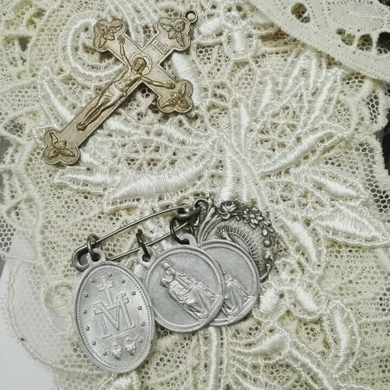 Old lace & french medals