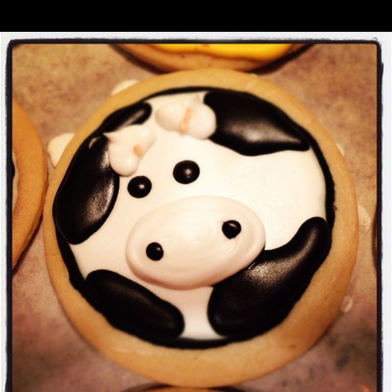 Farm animal themed birthday cookies Www.thehotpinkbox.com