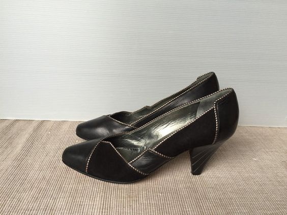 80s Italian Handmade Suede and Leather Shoes Colour: black Size: 36 IT / 3.5 UK / 6 US heel high 7cm/2.8in Conditions: very good