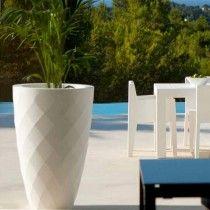 Hoge #bloempot Vases van #Vondom voor binnen en buiten gebruik - www ...