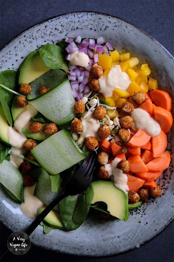 Vegan-Food-Bowl-Hummus
