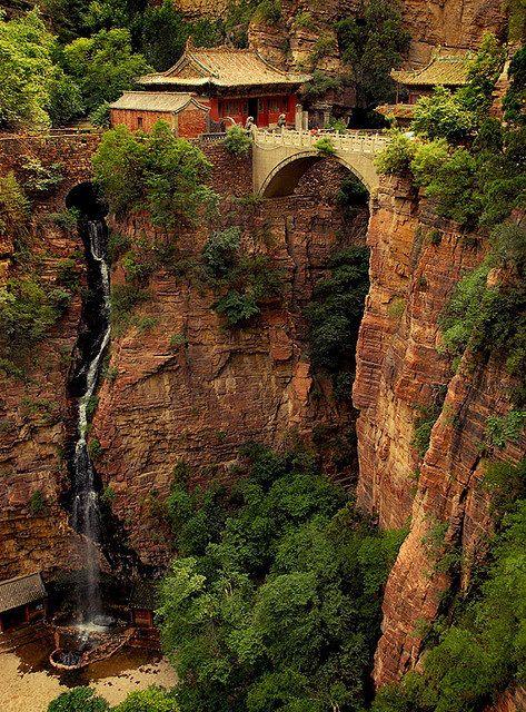 Cangyan: Las montañas Cangyan son una pequeña y hermosa zona montañosa en Jingxing, #China. El más famoso complejo de edificios en los montes Cangyan es el templo Celebración Fortuna.