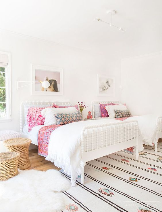 Two thumbs up to Amber Interiors for this light, bright bedroom design.