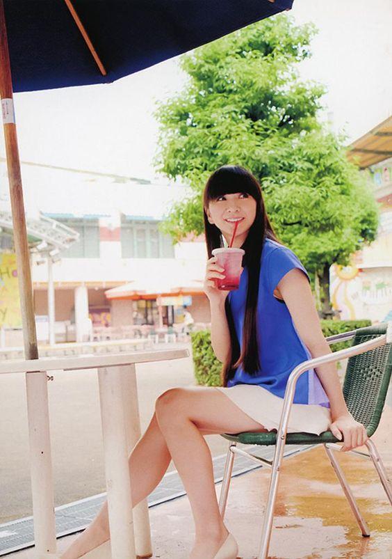 ジュースを飲んでいるかしゆかのかわいい画像