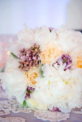 La Tavola Fine Linen Rental: Confetti Organza White Overlay & Dupionique Iridescence Newmoon Underlay