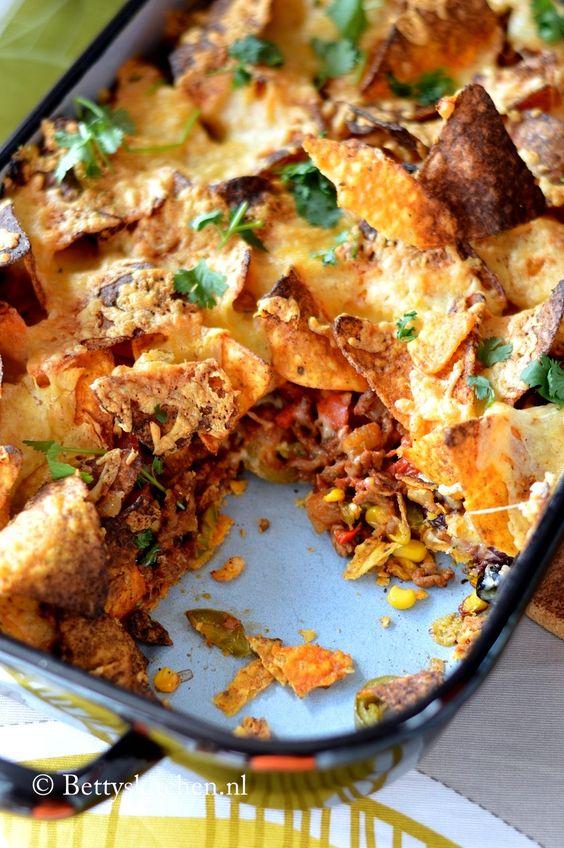 nacho's uit de oven met gehakt en kaas. Dat wordt een keer dit recept uitproberen ipv ons eigen vertrouwde recept.