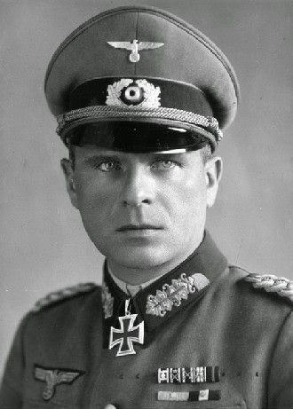 "General der Panzertruppe Gerhard (""Gerd"") Helmuth Detloff Graf von Schwerin (23 June 1899 – 29 October 1980) Knight's Cross on 17 January 1942 as Oberst and commander of Infanterie-Regiment 76 (mot.); 240th Oak Leaves on 17 May 1943 as Generalmajor and commander of the 16. Infanterie-Division (mot.); 41st Swords on 4 November 1943 as Generalleutnant and commander of the 16. Panzergrenadier-Division"