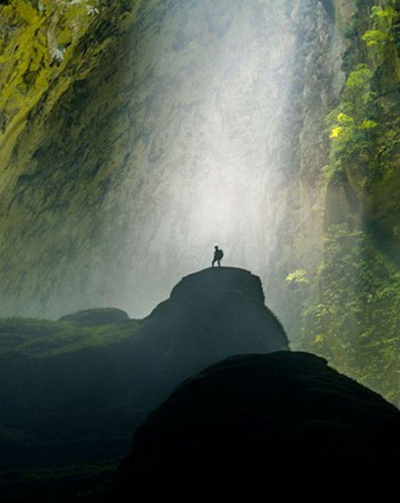 Découvrir Sơn Doong Surnommée « la plus belles grotte du monde », la grotte de Son Doong est  vraiment une galerie   souterrain au monde . Cette grotte est située au district de Sơn Trach, Quang Binh, appartient au parc national de Phong Nha-Ke Bang, près de la frontière de Laos. « Superbe » « Imaginable » «  Incomparable » sont des mots utilisés pour décrire la beauté de cette grotte. Si vous êtes adepte de la nature et du tourisme aventurier, Son Doong est vraiment une expérience à ne pas…