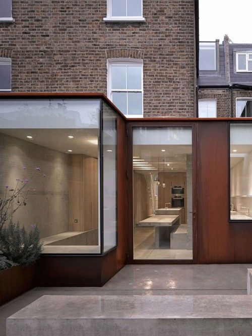 Ingersoll road house par mclaren excell maison for Extension maison mitoyenne