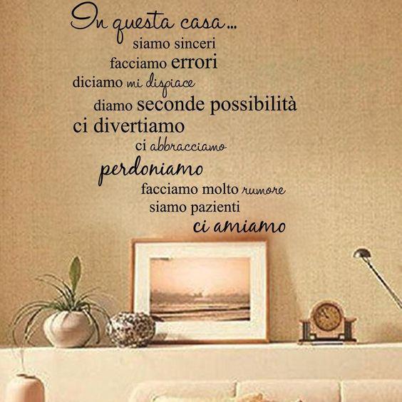 """LifeUp Disegn Originale- Adesivo Murale Frase in Italiano Soggiorno Camera da Letto """" In questa Casa"""" Adesivo da Pareti Muri: Amazon.it: Casa e cucina"""