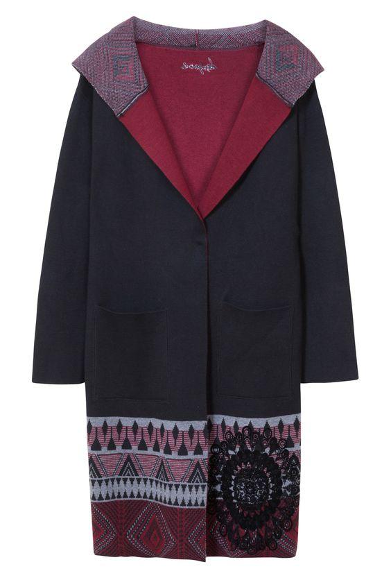 Splendido cappotto nero Desigual con motivi etnici. Davvero un regalo perfetto.