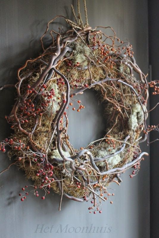 Simply moss, twisted twigs and berries