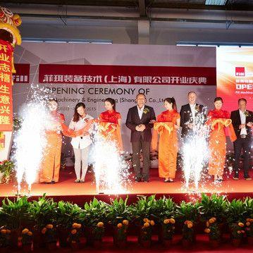 Fill lässt den Tiger tanzen  Eröffnungsfeier mit traditionellem Tigertanz, Feuerwerk und Glücksband des neuen Unternehmens aus Oberösterreich in Shanghai