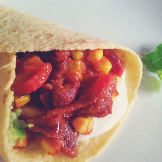 Vegan burritos!!! So sweet and spicy yum yum  La recette sur notre tumblr >>> ann-ma.tumblr.com  Check for the recipe here >>> ann-ma.tumblr.com  #yummyfood #vegan #mexicanfood #healthy #instafood #good #ann