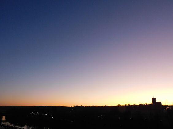 Die Farben der neuen Zeit, so deute ich die Farben dieses Sonnenuntergangs zum astrologischen Beginn des Wassermann-Zeitalters.
