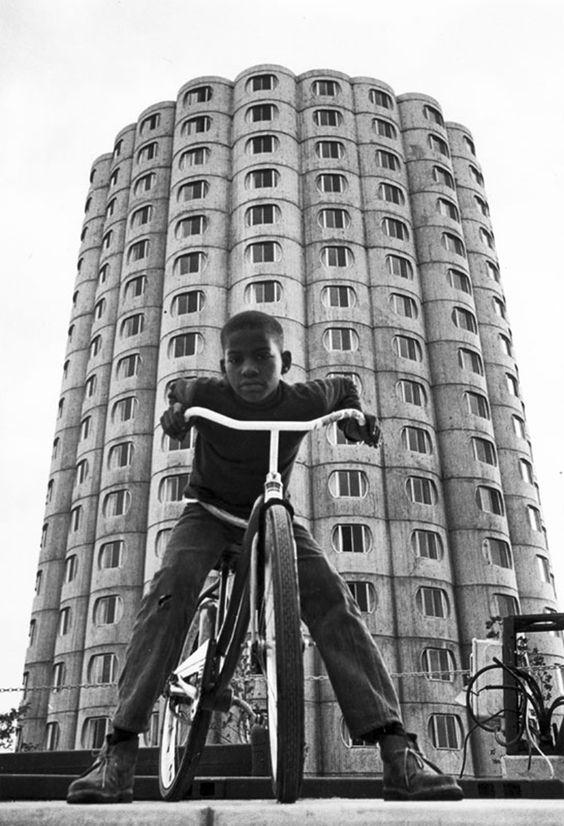 Bertrand Goldberg Hilliard Homes, Chicago, 1963. Still standing.