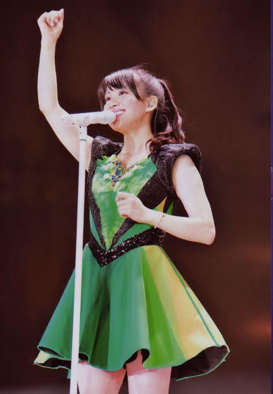 ステージの西脇綾香