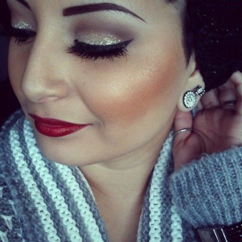 I'm normally not crazy about overdone eyeshadow but they managed go stay neutral and not go over the top. Love love.