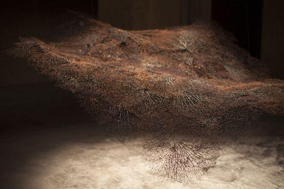 Manto' (2013-1035), obra de Cecilia Paredes. Exposición: 'Oyendo con los ojos' de Cecilia paredes