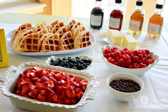 Lovely waffle bar layout for a brunch! Gamme complète de sirop...