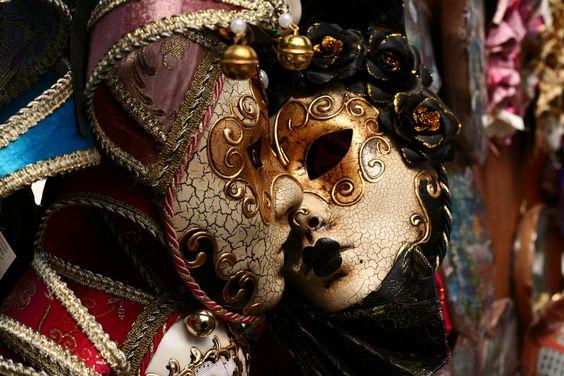 Máscara veneciana, arlequin beso, antifaces, gala victoriana.
