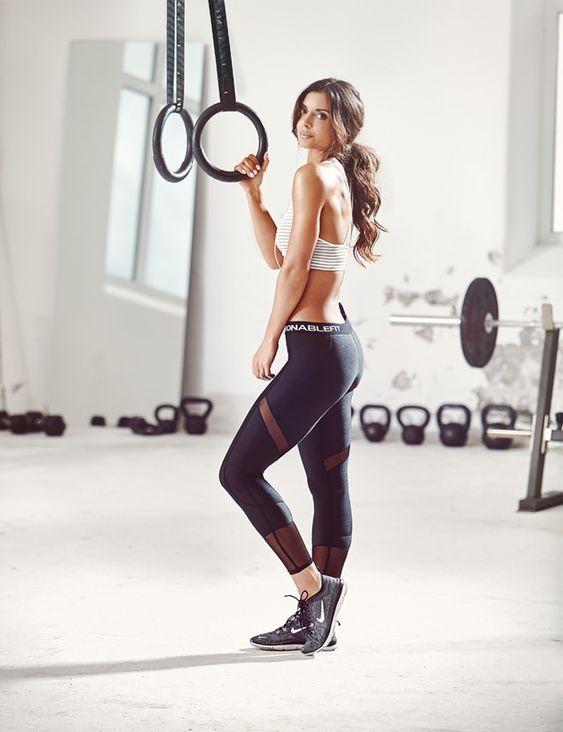 16 tenues de sport pour femme parfaites pour aller la salle inspiration de fitness de sport. Black Bedroom Furniture Sets. Home Design Ideas