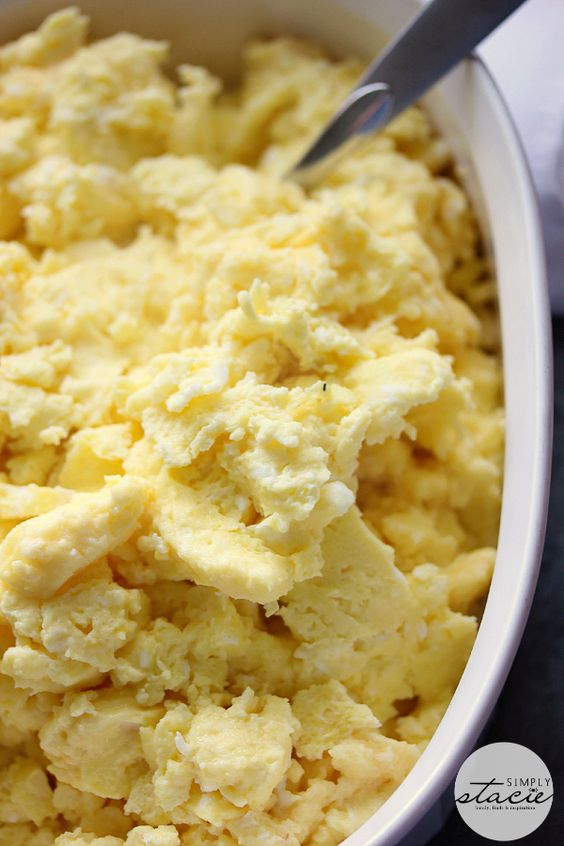 how to cook scrambled eggs for a crowd