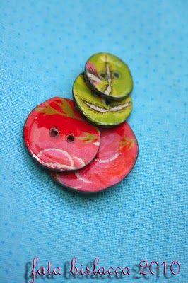 Fata Bislacca: Tutorial per bottoni personalizzati con l'embossing