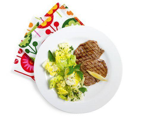 Rindsschnitzel Charbonnade mit Eisbergsalat - Rezept - Saisonküche