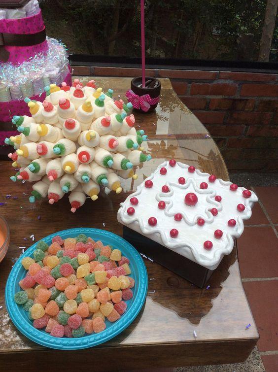 Mesa de dulces con teteros de más malos y gomitas Deko Adry