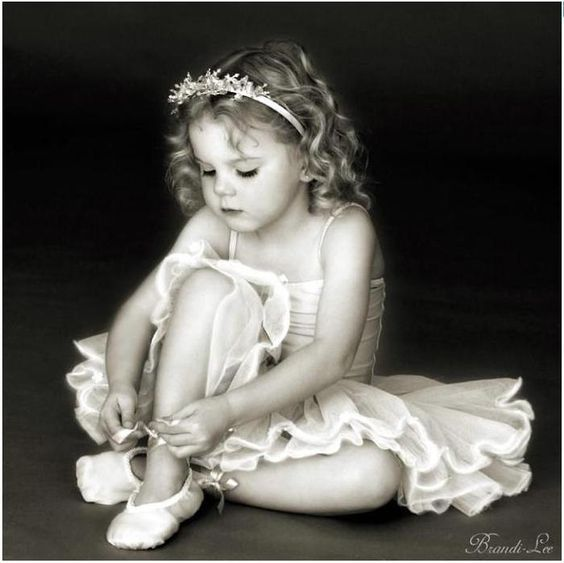 Little girls in tutus are just too adorable! ballet ~