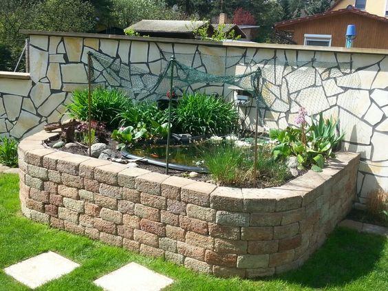 hochbeet an der mauer mit kleinem teich garden pinterest. Black Bedroom Furniture Sets. Home Design Ideas