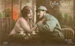 6 - Carte postale représentant un poilu en permission