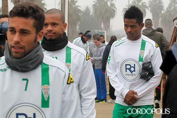 Héldon Ramos, junto a Bebé en la Ciudad Deportiva. | ÁLVARO CARMONA