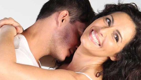Estudio revela que los hombres están más pendientes de lo físico, mientras que a muchas mujeres les preocupan los ingresos.