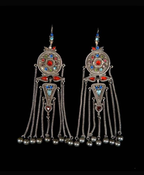 Mongolia | Pair of earrings, from the costume of Princess Balta; silver, precious and semi precious stones | © Musée du quai Branly