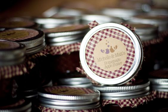 DIY Wedding Favors || can we do jars like this but with tea leaves in them?